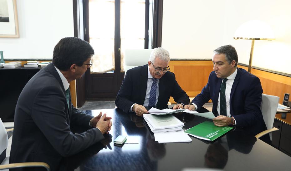Marín, Jiménez Barrios y Bendodo, en el traspaso de carteras.