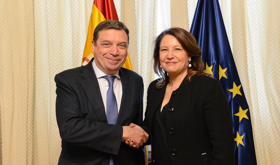 La consejera Carmen Crespo ha analizado con el ministro Luis Planas asuntos como la PAC, el acuerdo de pesca con Marruecos y la política de agua en Andalucía.