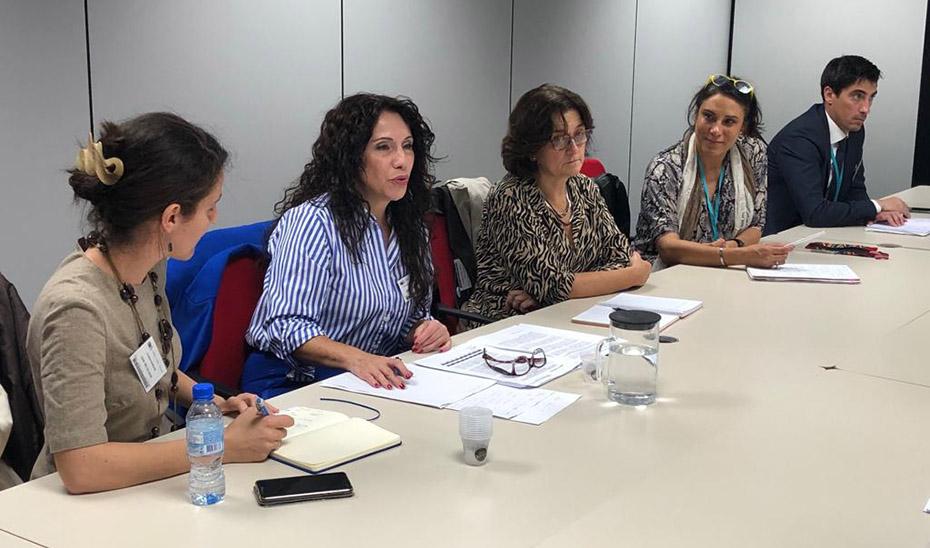 Rocío Ruiz durante su intervención ante el director de Migración, Protección y Visados de la Comisión Europea, Michael Shotter.