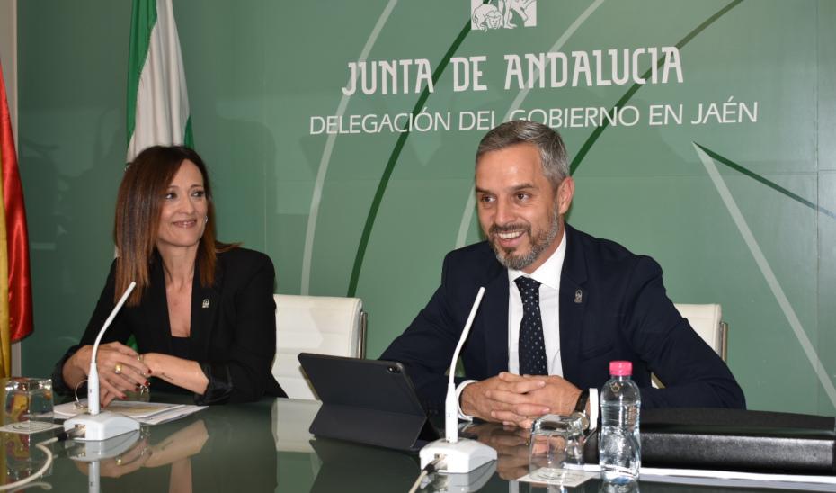 La delegada del Gobierno de Andalucía en Jaén, Maribel Lozano, y el consejero Juan Bravo presentan los Presupuestos 2020 para la provincia.