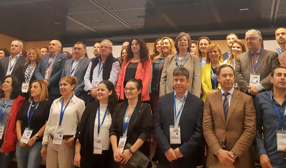 La consejera Rocío Ruiz este jueves con participantes del III Foro Andaluz Ciudades Amigas de la Infancia organizado por UNICEF.