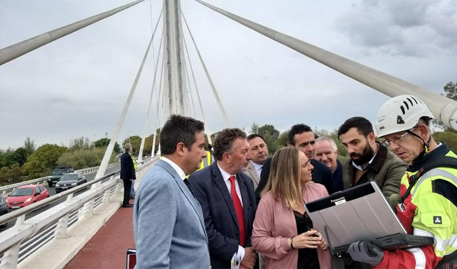 Carazo visitó los trabajos que se realizan en el puente del Alamillo.