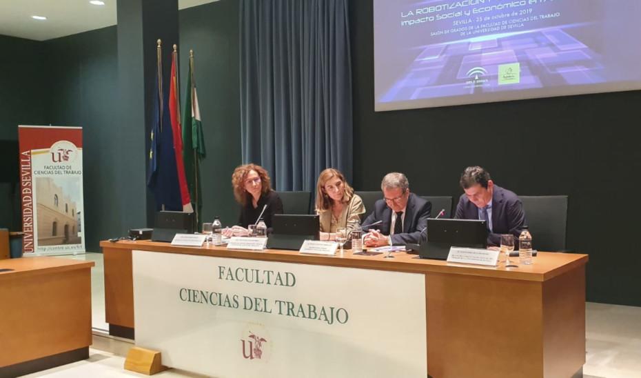 La consejera Rocío Blanco en la inauguración de las jornadas del CES-A sobre robotización y digitalización.