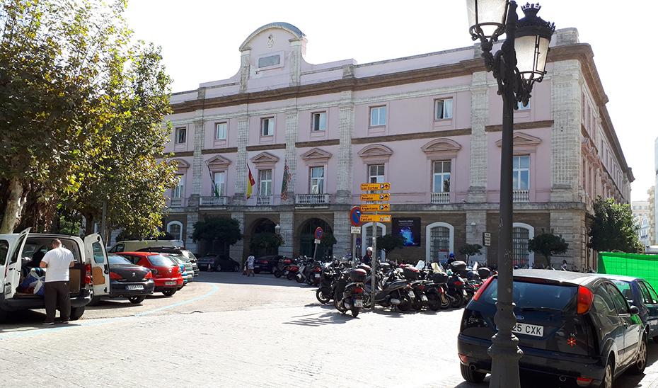 La peatonalización de la Plaza de España, de Cádiz, figura entre los proyectos subvencionados.