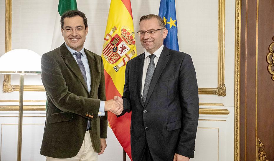 El presidente Juanma Moreno junto a Norbert Lins en San Telmo.