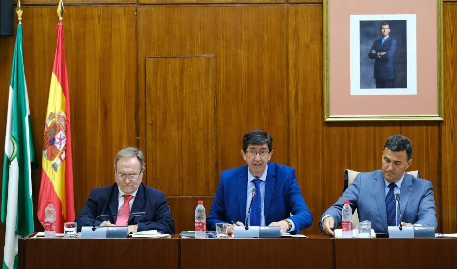 El vicepresidente y consejero Juan Marín compareciendo en el Parlamento de Andalucía.