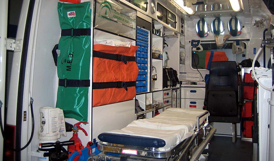 Interior de ambulancia.