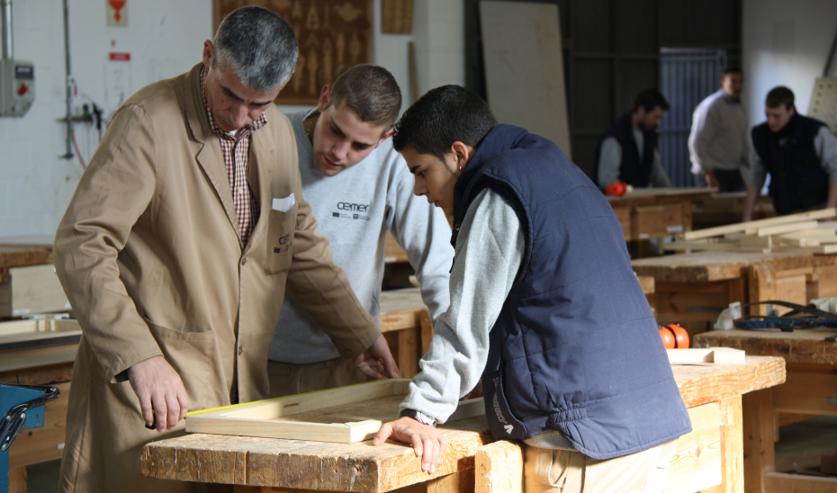 La FP Dual facilita que los alumnos reciban parte de su formación trabajando en empresas.
