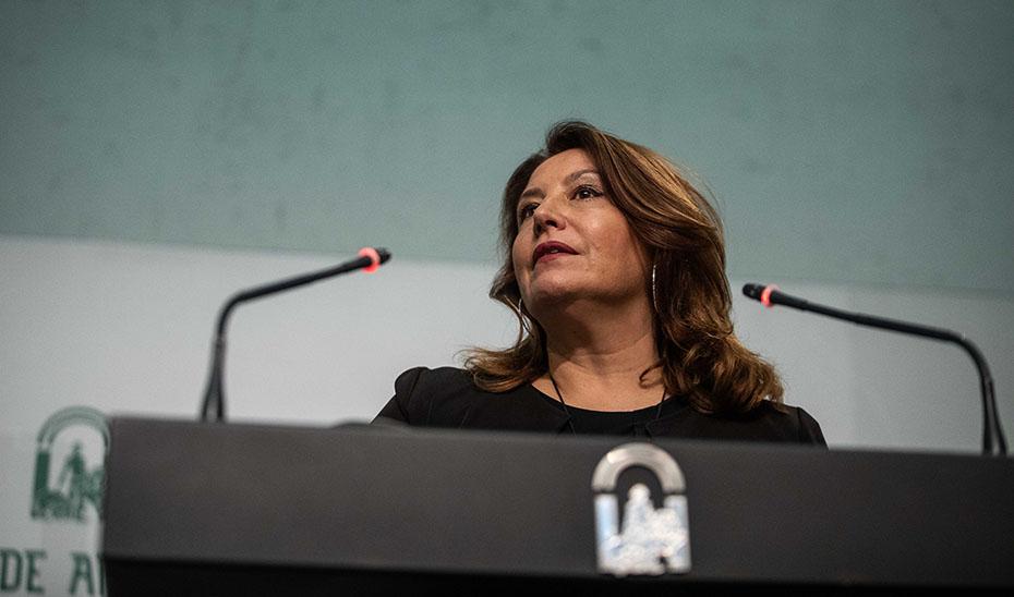 Carmen Crespo informa de las estrategias para adelantar el final del uso de las bolsas de plástico en Andalucía