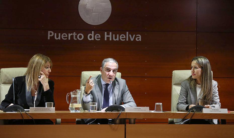 Bendodo anuncia que los puertos andaluces tendrán un plan de negocio individual que impulse la coordinación entre ellos