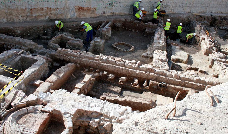 Traslado de los restos arqueológicos hallados en las obras del metro de Málaga
