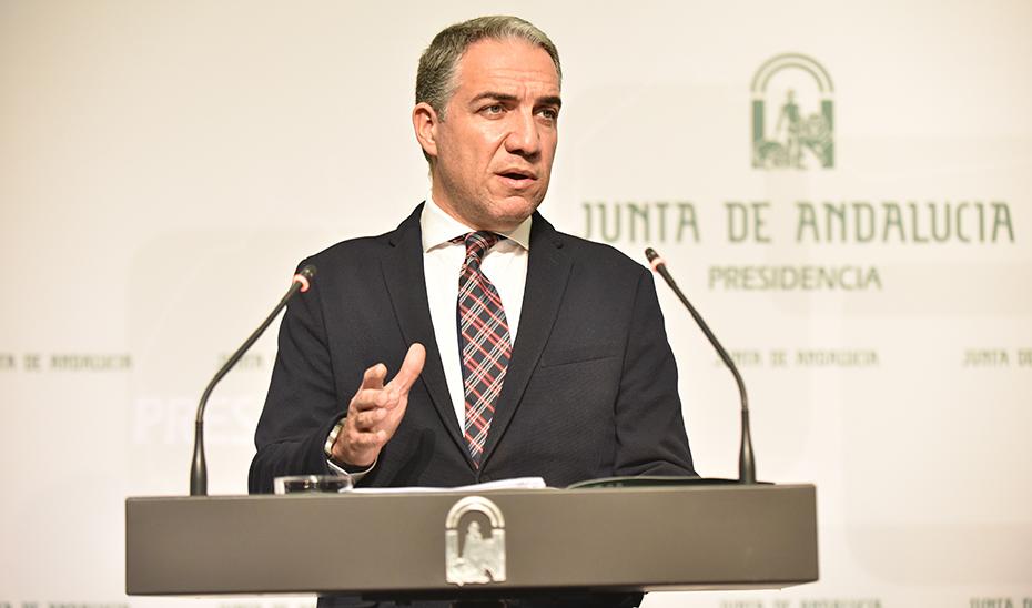 Bendodo informa de que un reglamento regulará la concesión de las Medallas de Andalucía