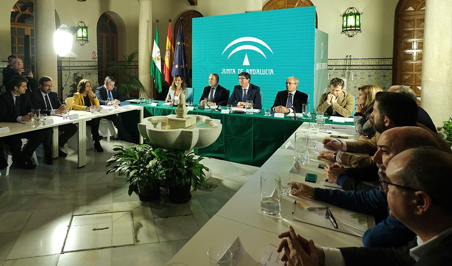 Juan Marín preside la reunión de la Comisión de la ITI de Jaén, flanqueado por Bendodo y Velasco.