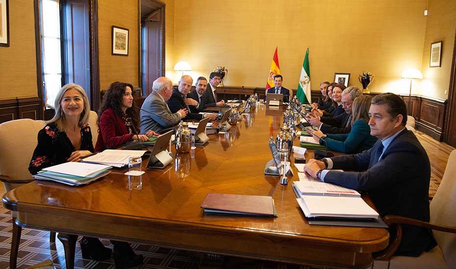 Resultado de imagen de reunión nuevo gobierno andalucia