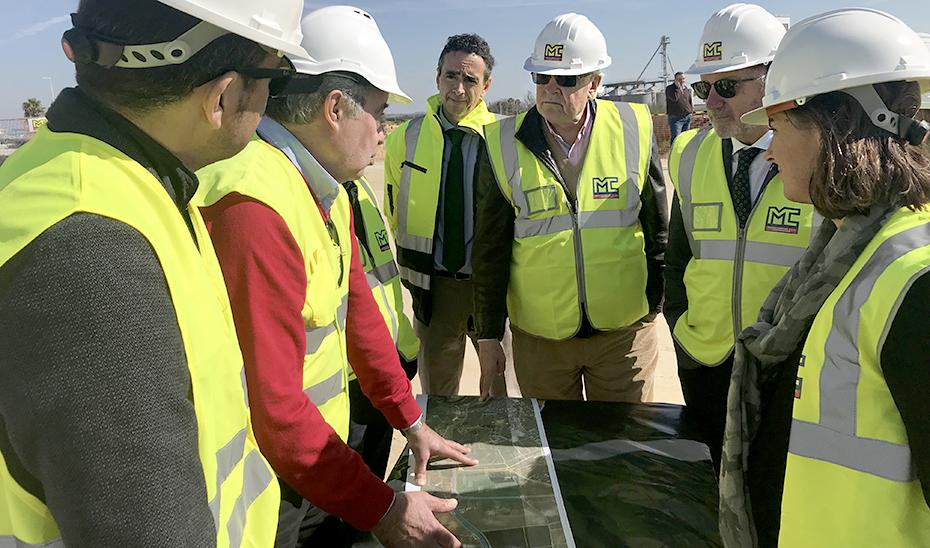 El viceconsejero de Fomento, Infraestructuras y Ordenación del Territorio, Jaime Raynaud, visita las obras del desdoble de la carretera Alcalá-Dos Hermanas.