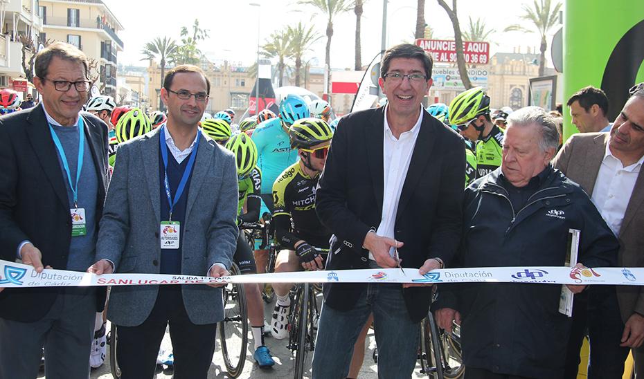 Juan Marín, ha asistido en Sanlúcar de Barrameda a la salida de la primera etapa de la 65 vuelta ciclista \u0027Ruta del Sol\u0027.