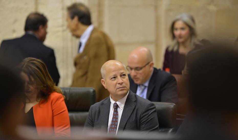 Javier Imbroda, en el Pleno del Parlamento.