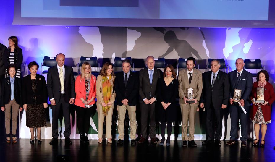 Bendodo, junto al consejero de Educación y Deporte, Javier Imbroda, y la consejera de Empleo, Formación y Trabajo Autónomo, Rocío Blanco, en Málaga.
