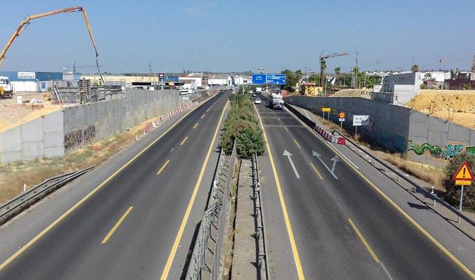 Obras en la autovía A-376, que une Sevilla y Huelva.