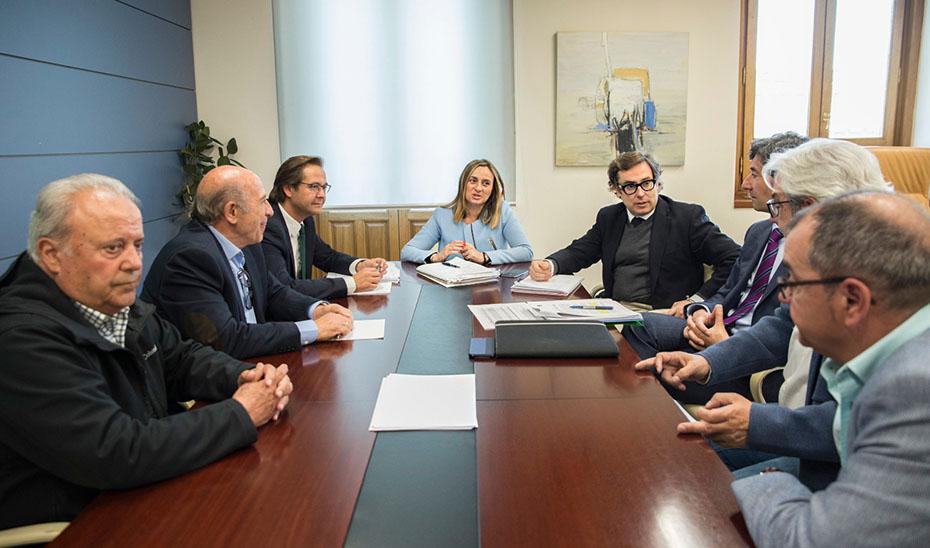 Marifrán Carazo se reunió con vecinos y comerciantes de Granada.
