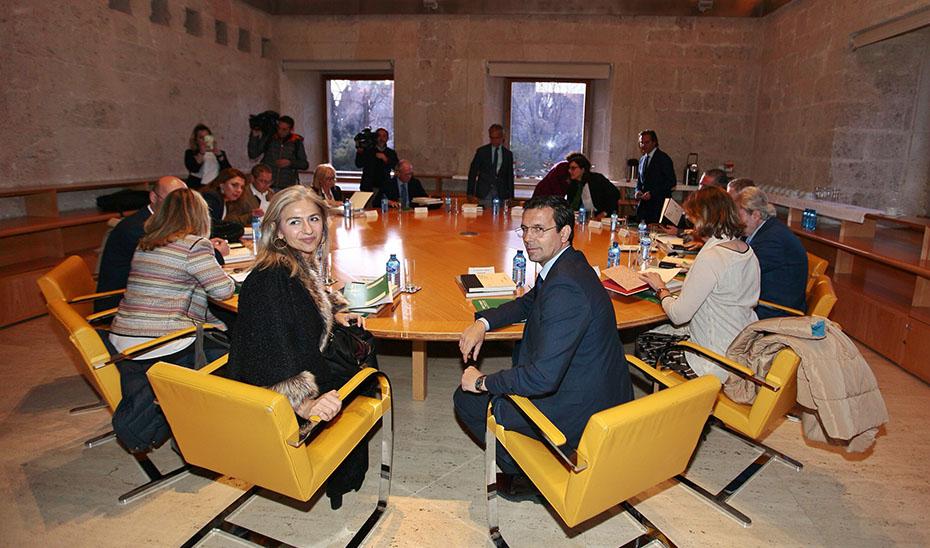 Patricia del Pozo presidió la reunión extraordinaria del Patronato de la Alhambra y el Generalife.