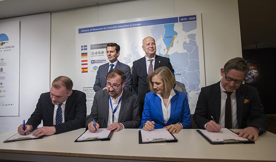 Javier Imbroda asiste a la firma de la alianza entre los cuatro museos científicos europeos.