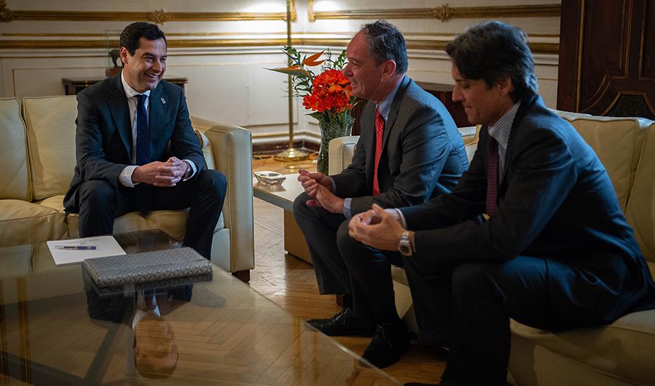 Juanma Moreno, durante su reunión con el embajador del Reino de Bélgica en España, Marc Andries M. Calcoen.
