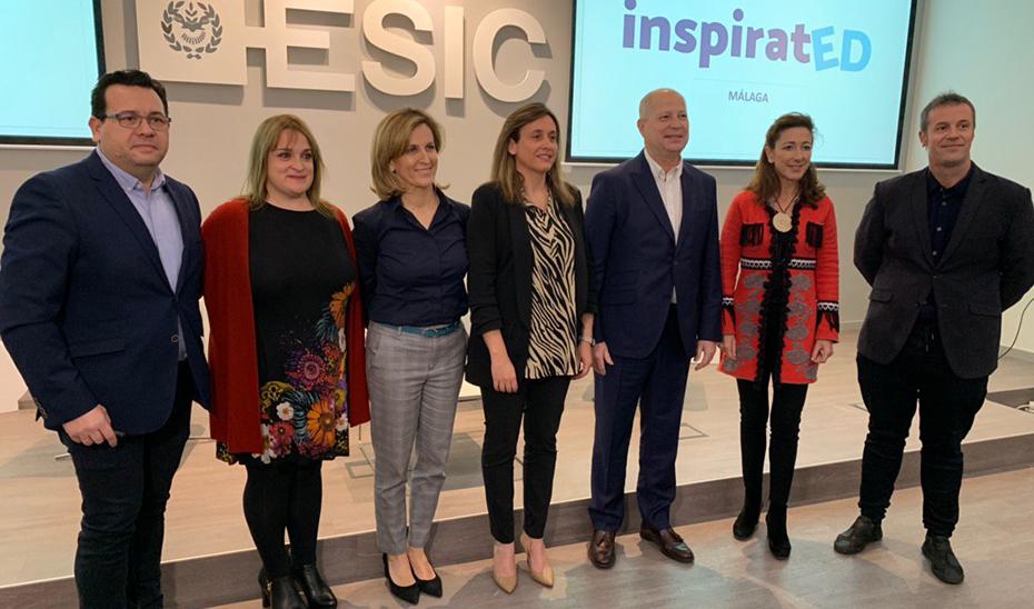 El consejero de Educación y Deporte, Javier Imbroda, con los ponentes del ciclo de conferencias Inspirated en ESIC Málaga