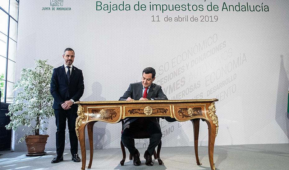 Acto de firma del decreto ley de bajada de impuestos en Andalucía (audio íntegro)