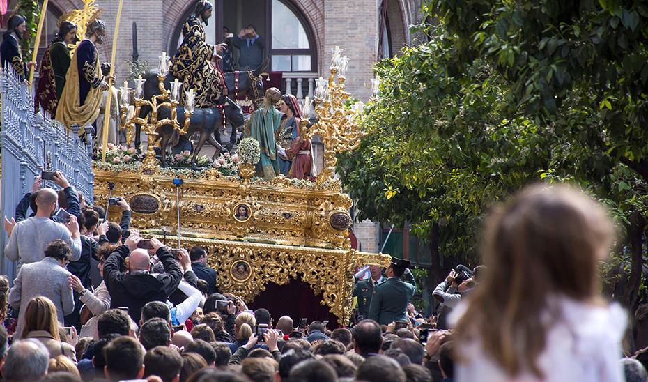 Miles de personas procedentes de fuera de Andalucía han disfrutado de la Semana Santa andaluza.
