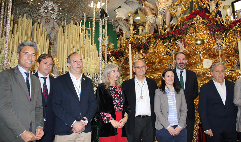 La consejera de Cultura recorrió algunas de las hermandades de la Semana Santa cordobesa.