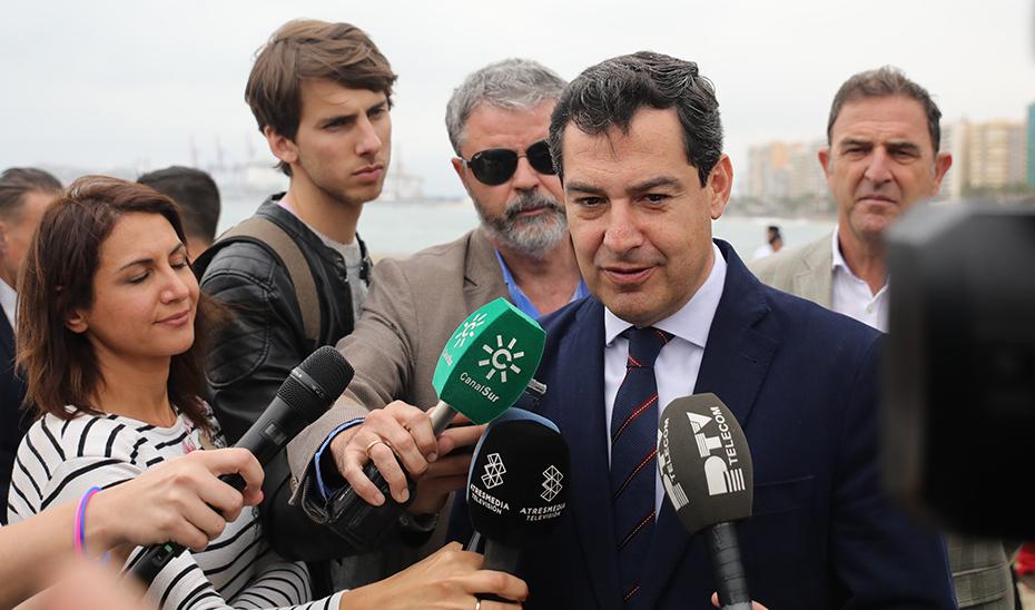 """Juanma Moreno lamenta el fallecimiento de Manuel Alcántara, """"un gigante de la cultura"""""""