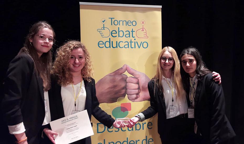 El equipo de debate del IES Alto Almanzora de Tíjola (Almería), ganador del debate.