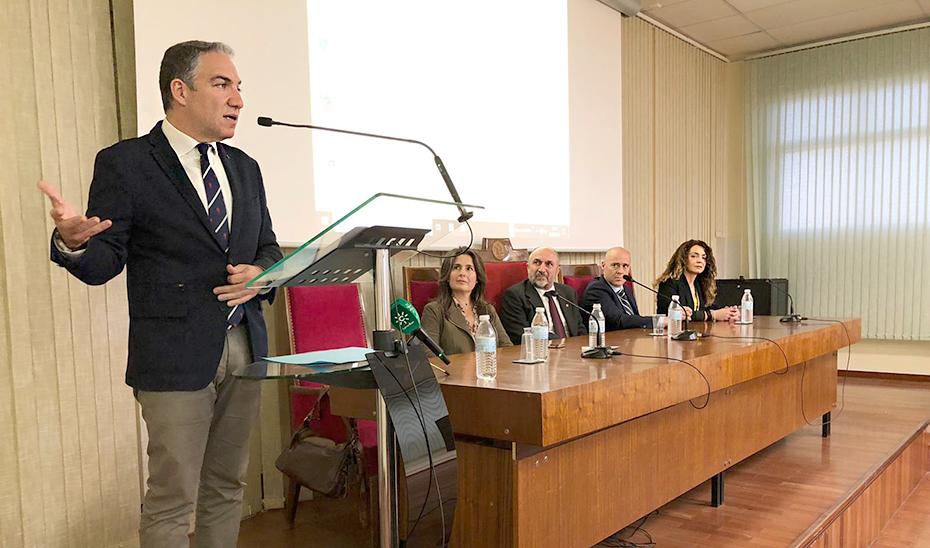 Elías Bendodo durante su conferencia en la Universidad de Málaga.
