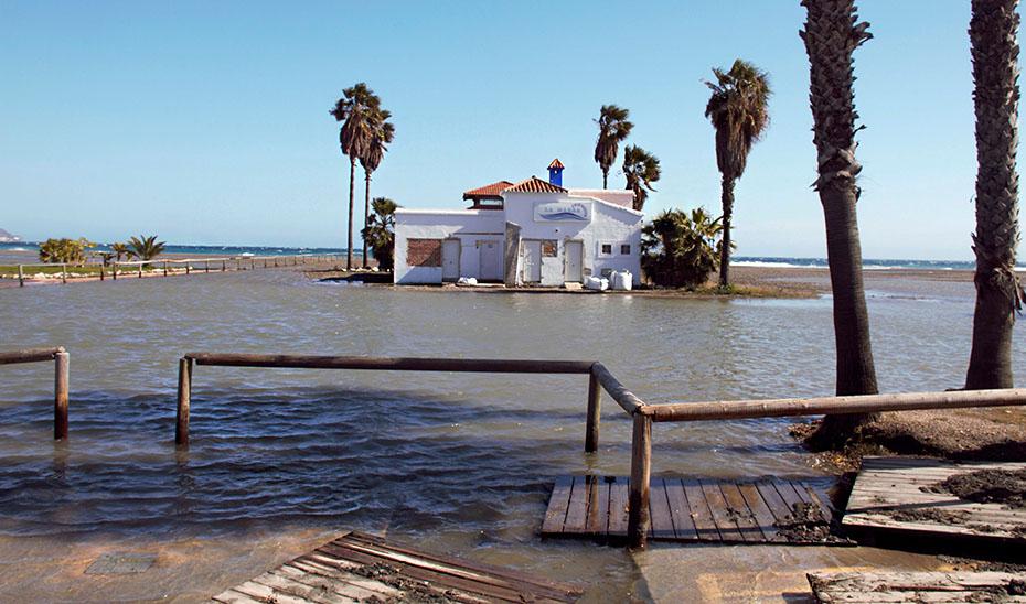 El temporal de la pasada primavera causó daños en las playas de la costa de Granada. (Foto EFE)