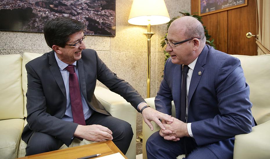 El vicepresidente de la Junta, Juan Marín, con el alcalde de Jaén, Francisco Javier Márquez Sánchez.