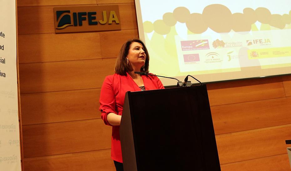 La consejera de Agricultura, Ganadería, Pesca y Desarrollo Sostenible, Carmen Crespo, este miércoles interviniendo el Simposio de Expoliva.