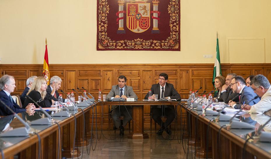 El vicepresidente y consejero de Justicia, Juan Marín, y el presidente del TSJA, Lorenzo del Río, presiden la comisión mixta.