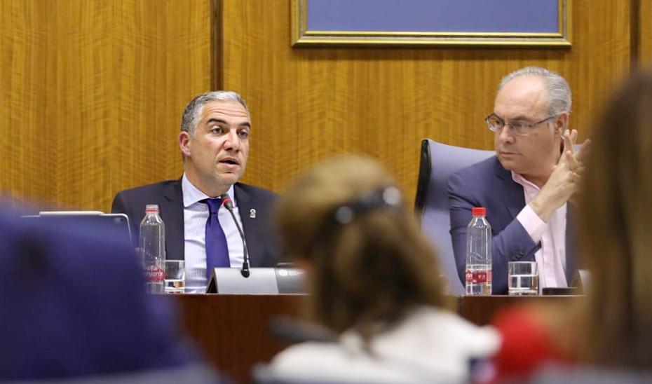 El consejero Elías Bendodo en la comisión parlamentaria.