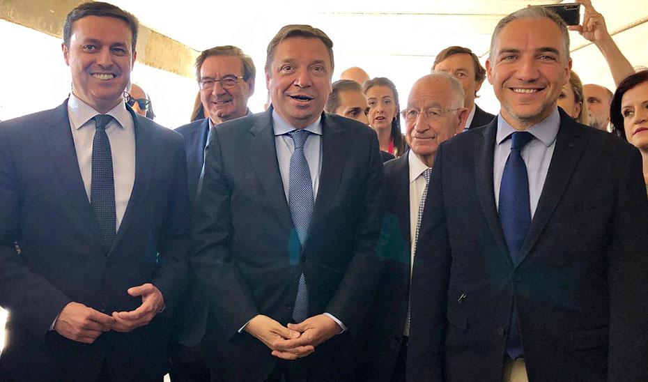 El consejero de la Presidencia, junto al ministro de Agricultura y el presidente de la Diputación de Almería.