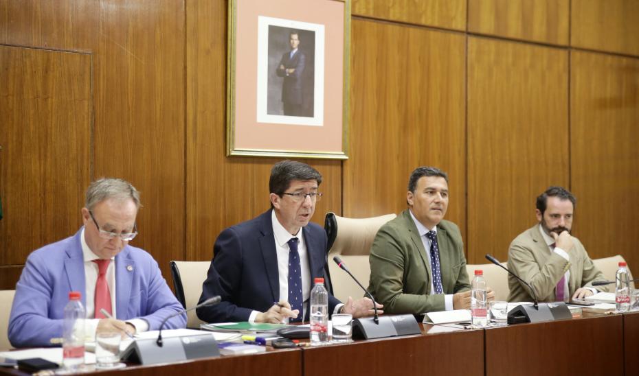 El vicepresidente y consejero de Turismo, Regeneración, Justicia y Administración Local, Juan Marín, en comparecencia parlamentaria.