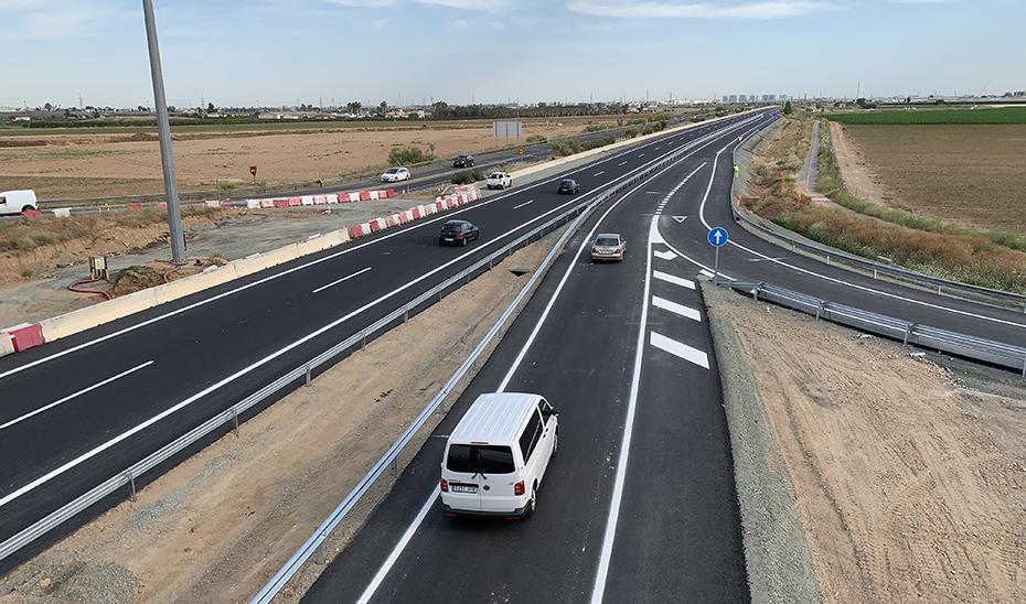 Primeros vehículos en los nuevos ramales de entrada a la autovía de Acceso Norte a Sevilla desde La Rinconada y San José.