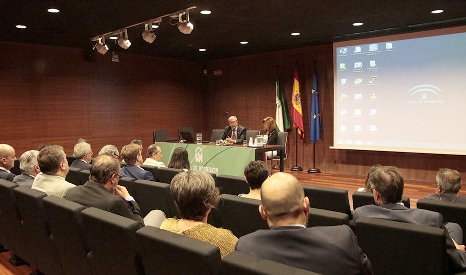 El consejero de Economía, Conocimiento, Empresas y Universidad, Rogelio Velasco, este miércoles durante la reunión con los centros tecnológicos privados.