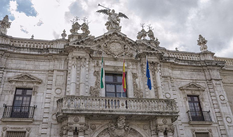 Fachada principal del Rectorado de la Universidad de Sevilla.