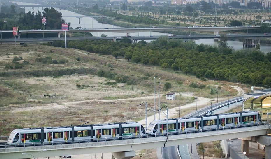 Entre los contratos reactivados están los de la ampliación de los metros de Sevilla y Granada.