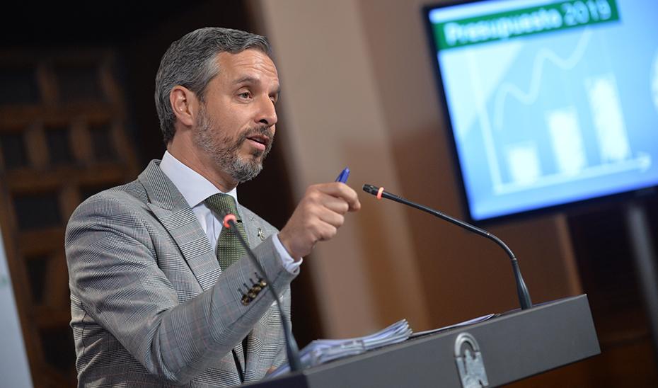 Juan Bravo explica a los medios el proyecto de Ley de Presupuestos