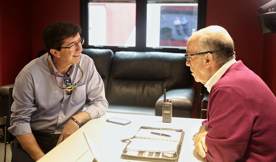 Juan Marín y Carmelo Ezpeleta, en un momento de su encuentro.