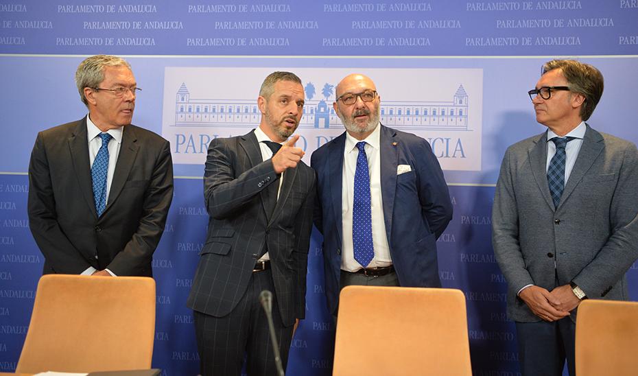 Los consejeros Juan Bravo y Rogelio Velasco y los diputados Alejandro Hernández y Rodrigo Alonso, tras la firma del acuerdo.