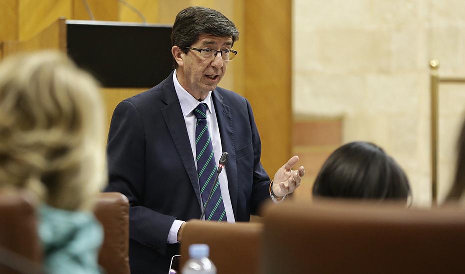 Juan Marín, durante la sesión de control al Gobierno en el Pleno del Parlamento.