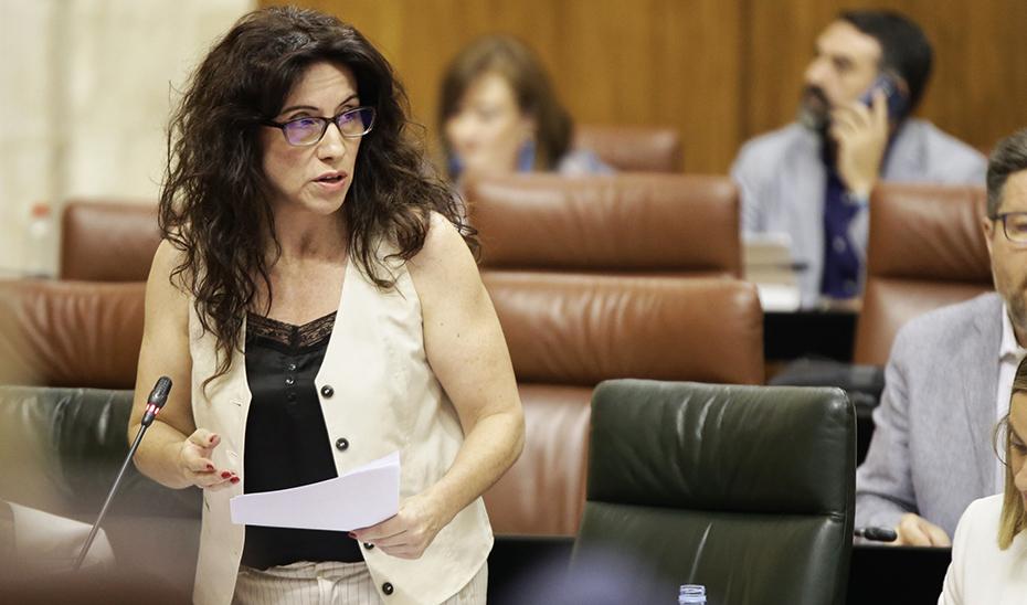 Rocío Ruiz interviene ante el pleno del Parlamento de Andalucía durante la sesión de control al Gobierno.